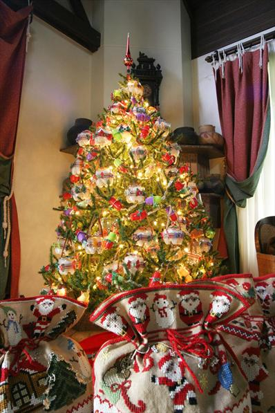 Decorated Christmas Tree Not Taking Water : Trash photos a stunning christmas tree made with