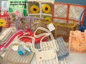 Purses made with recycled PET from the &quot;Vitrine Social&quot;