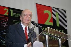 São Paulo Governor José Serra announcing the 21 projects