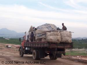 a truck of catadores entering Gramacho