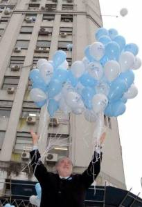 Argentine Health Minister Releasing Balloons with kids on World No-Tobacco Day