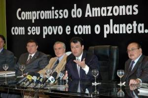 Amazonas' Governor at the signing of the new climate change law